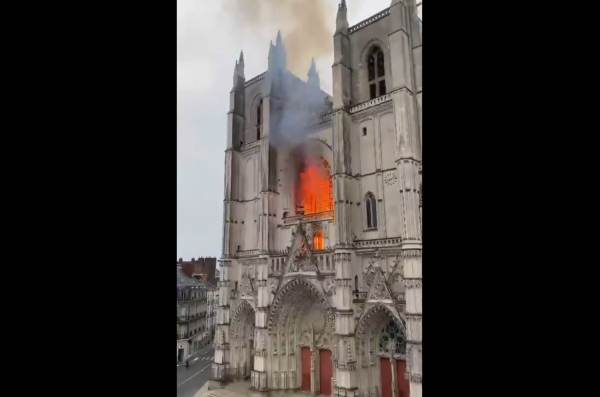 BREAKING: The Historic Nantes Cathedral in France is Burning … Police Suspect Arson 1-429-600x397