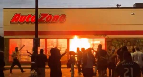 BREAKING: Rioters Set AutoZone on Fire Near Minneapolis Police's 3rd Precinct (VIDEO)