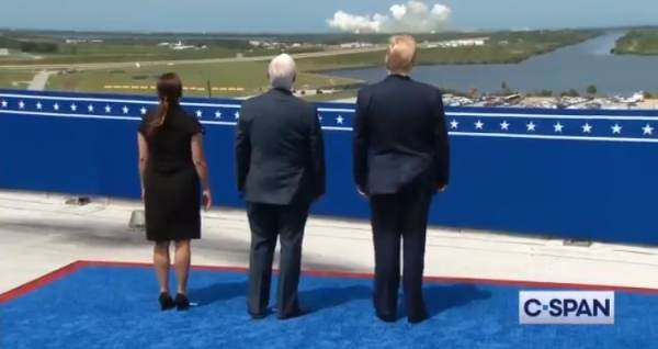 'Incredible' – President Trump, VP Pence Watch SpaceX Launch From Kennedy Center (VIDEO)