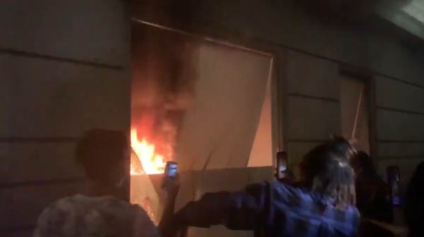 Portland's Turn! Rioters Destroy Police HQ, Set It On Fire, Loot Mall, Shooting Related To Protest